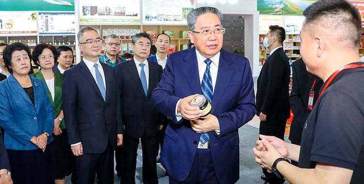 李锦斌王清宪巡视农交会展馆