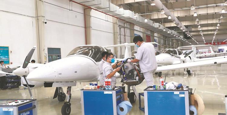 芜湖造双发四座多用途飞机首发成功